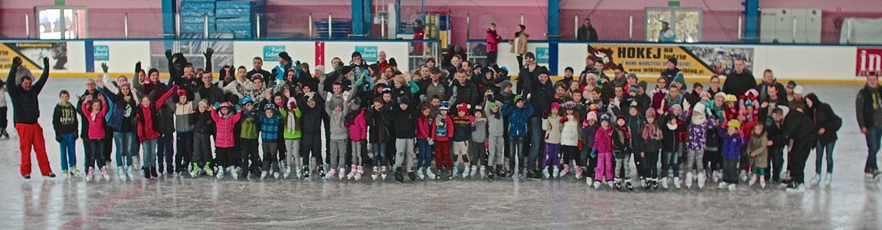 pływacy Grupy Wodnej na lodowisku Helena w Elblągu