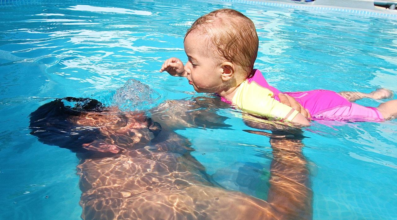 nauka pływania niemowlaków dzieci grupa wodna szkoła elbląg