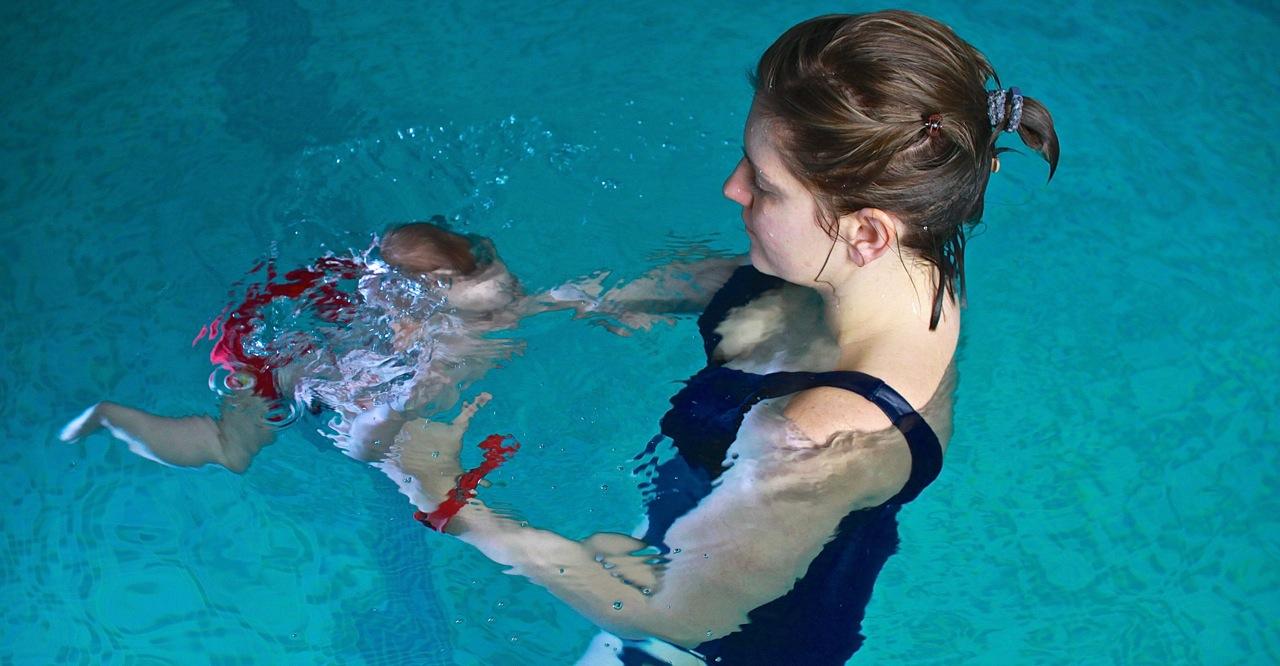 nauka pływania niemowlę dzieci Grupa Wodna