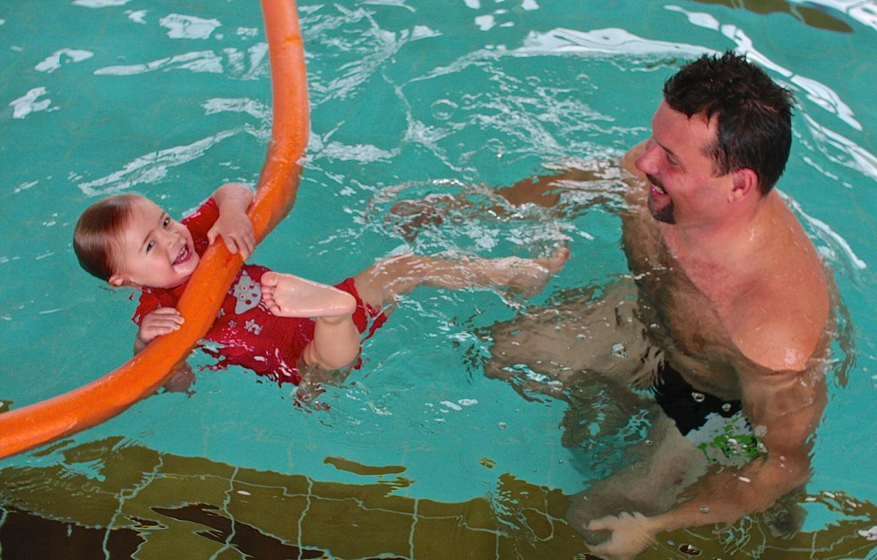 nauka pływania niemowlaków imałych dzieci grupa wodna Elbląg basen