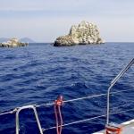 Skały rzucone morzu