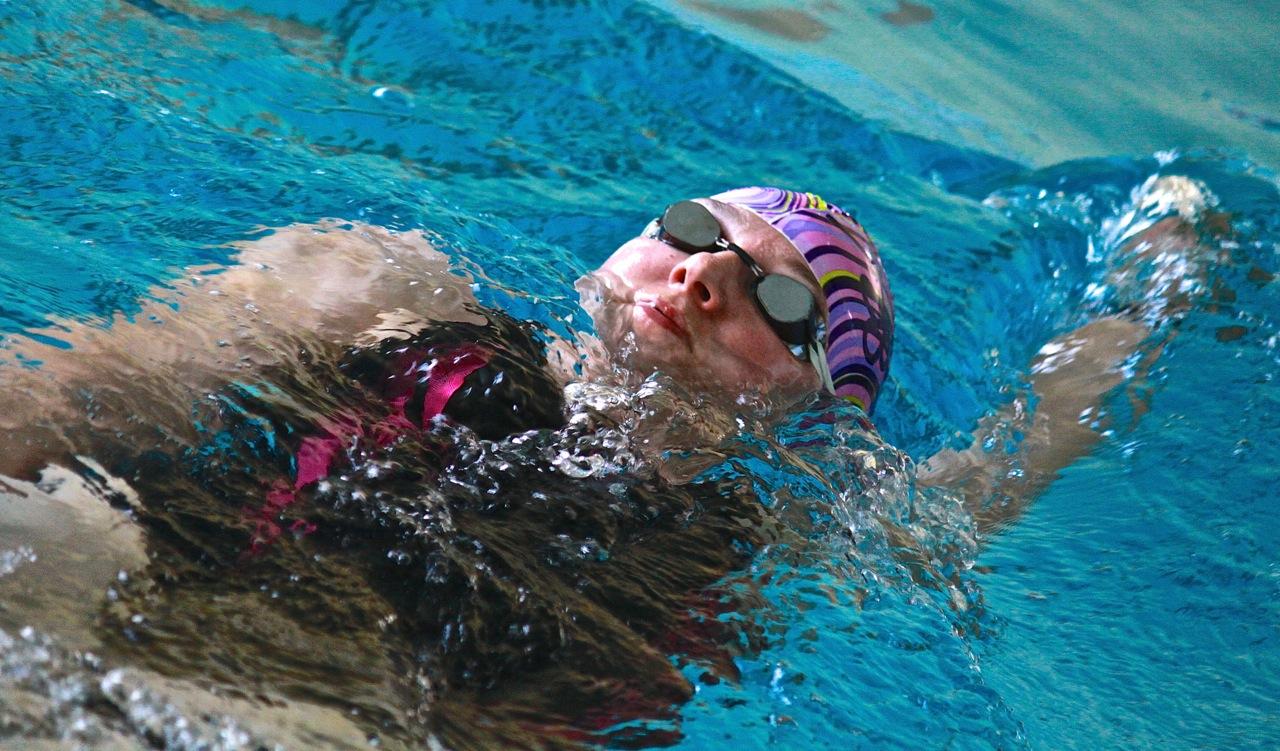 nauka pływania dla dorosłych grupa wodna Elbląg instruktor pływania