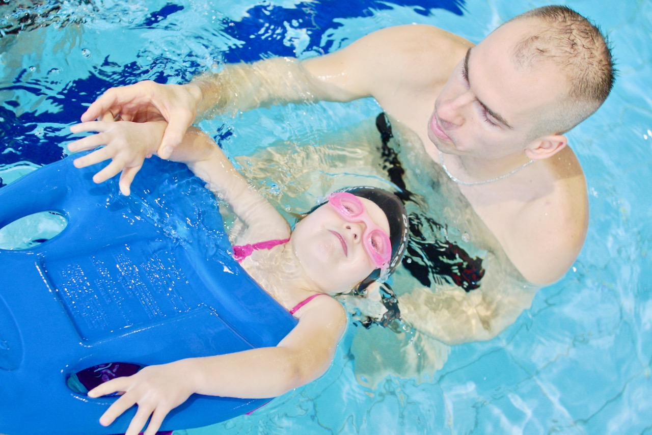 szkoła pływania nauka pływania w Elblągu Elbląg pływalnia Dolinka Grupa Wodna